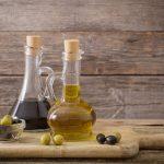 Essig und Olivenöl